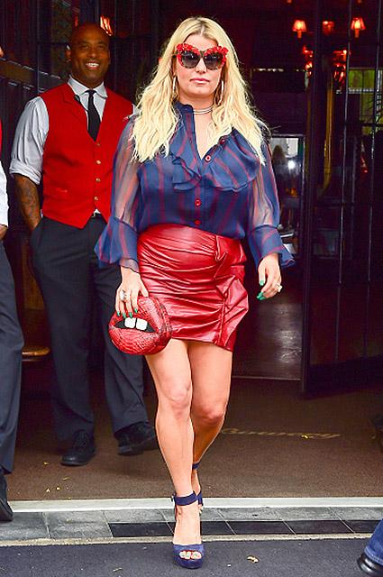 Эпичный провал: Джессика Симпсон стала посмешищем из-за своего наряда. Фото