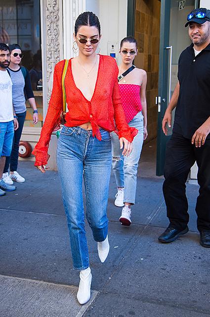 Красный цвет и деним: Кендалл Дженнер и Белла Хадид схлестнулись в модной битве! Фото