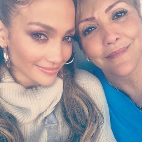 Своей неувядаемой красоте и молодости Дженнифер Лопес обязана матери и генам! Фото