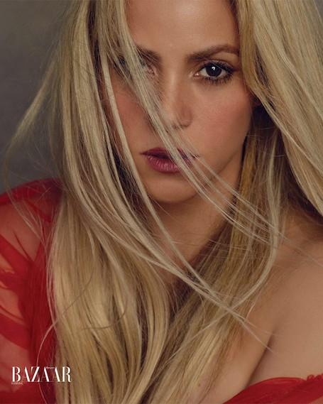 Шакира восхищает соблазнительной фигурой в фотосете для модного глянца. Фото