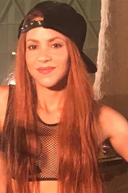 40-летняя Шакира радикально сменила имидж и стала рыжей, как огонь! Фото