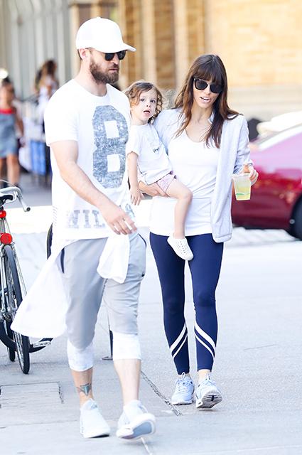 Идеальная семья: Тимберлейк и Бил гуляли по Нью-Йорку с красавцем-сыном. Фото