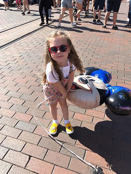 Уикенд в Диснейленде: Кристина Асмус впервые показала свою трехлетнюю дочь! Фото