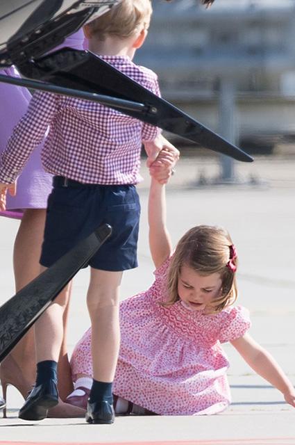 Истерика принцессы Шарлотты и поведение Кейт Миддлтон обескуражили всех. Фото
