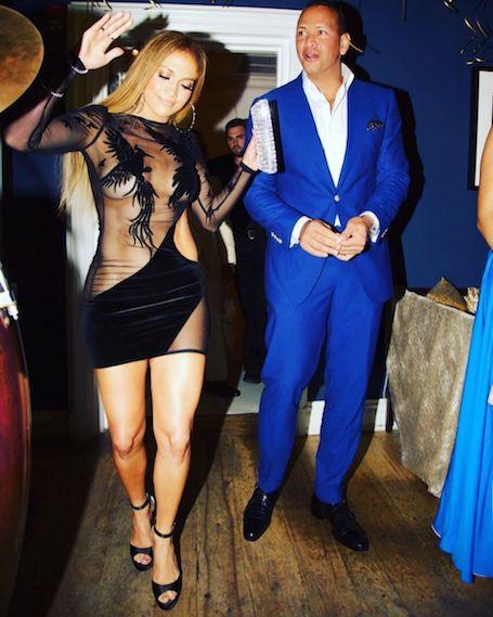 Дженнифер Лопес надела одно из самых откровенных платьев за всю свою карьеру! Фото