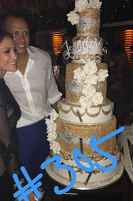 Двойной день рождения: Дженнифер Лопес и Родригес зажгли с особым чувством. Фото