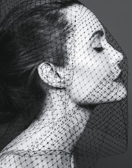 Анджелина Джоли в шикарных нарядах и смелых образах для фотосета Vanity Fair. Фото