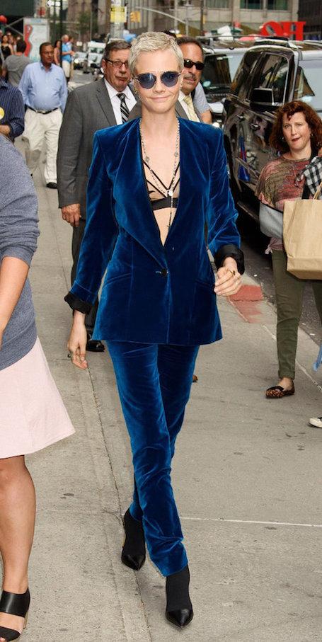 Кара Делевинь в костюме Burberry — ослепляет своей футуристической красотой. Фото