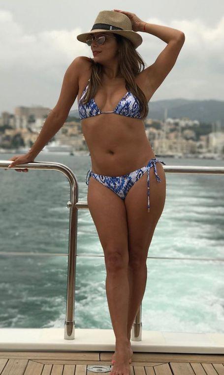 Она снова поправилась: Ева Лонгория похвасталась фигурой в мини-бикини. Фото