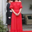 Звездный стиль: красное платье танцовщицы фламенко. Фото