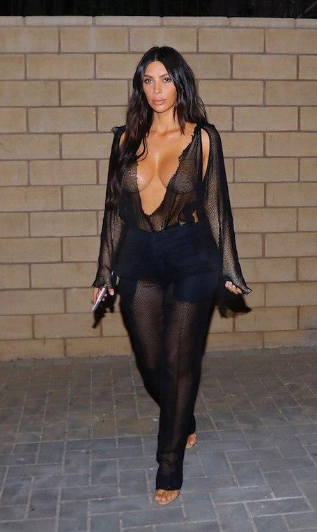 Ким Кардашьян побила рекорд откровенности: такого наряда еще никто не видел! Фото