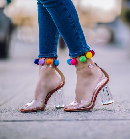 Тренд для холодного лета: прозрачная обувь из плексигласа. Фото