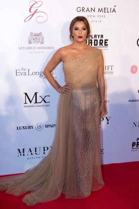 Увидеть все и даже больше: Ева Лонгория в прозрачном платье без нижнего белья! Фото