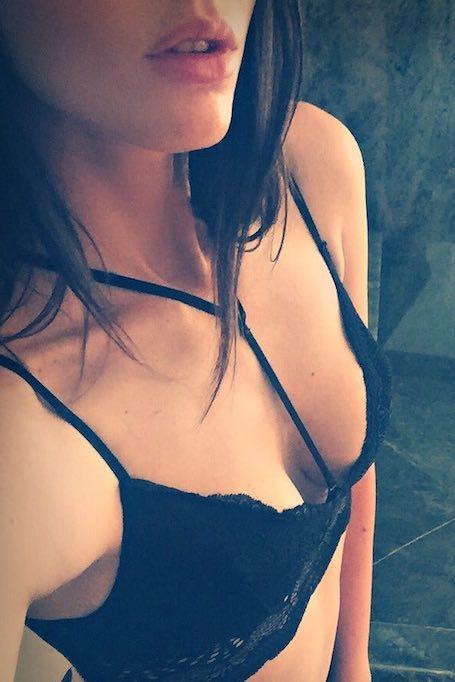 В центре внимания: Меган Фокс уменьшила себе бюст? Фото