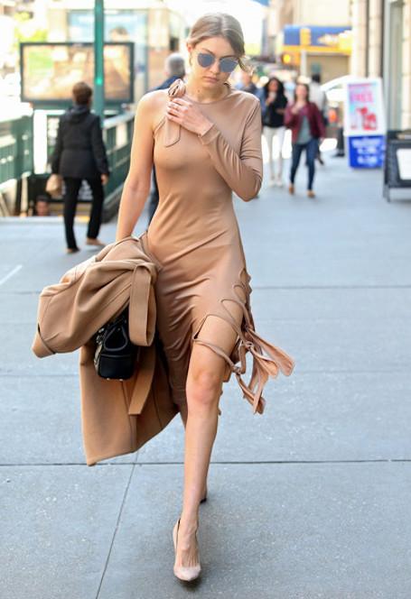 Модный фетиш Джиджи Хадид: в коллекции звезды 500 пар очков! Фото