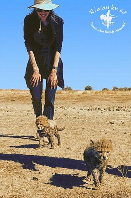 Анджелина Джоли с дочерью Шайло приехали на открытие заповедника в Намибии! Фото