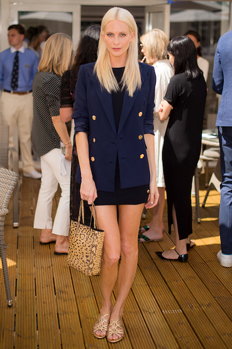 Совершенство морского стиля: Поппи Делевинь в Ralph Lauren на Уимблдоне. Фото