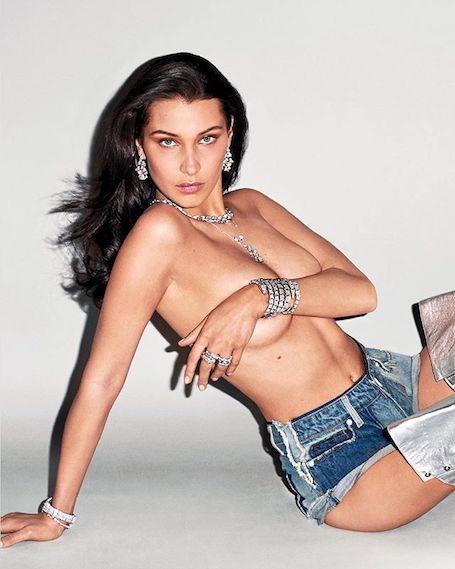 Белла Хадид в одних джинсовых шортах позировала для Bulgari Терри Ричардсону. Фото