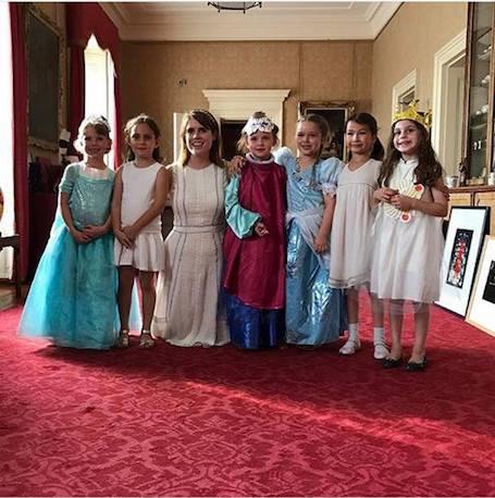 Викторию Бекхэм жестоко осудили за день рождения дочери в Букингемском дворце!