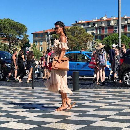 Покоряя Францию: Санта Димопулос хвастается фигурой в дерзких бикини. Фото