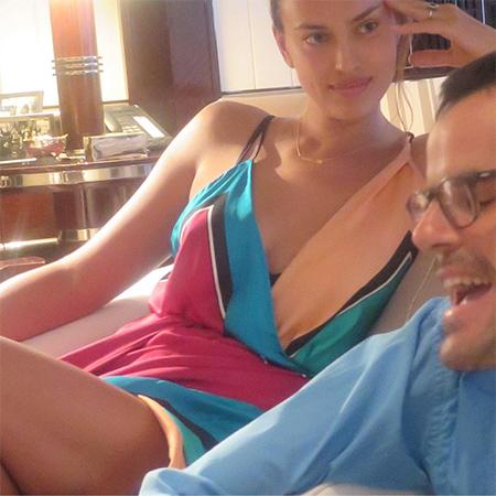 Молодые родители Ирина Шейк и Брэдли Купер наслаждаются друг другом на Таити. Фото
