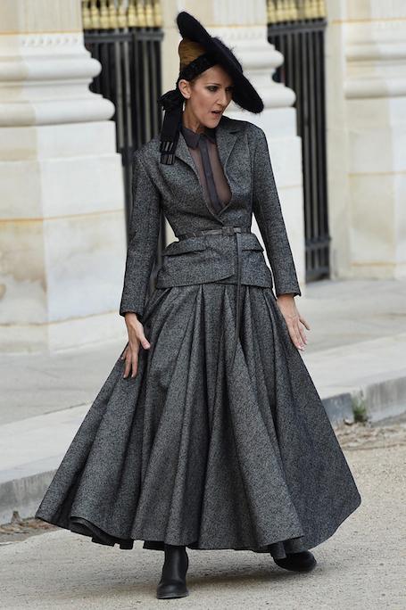 Селин Дион в новомодном сером костюме Christian Dior Couture в Париже! Фото