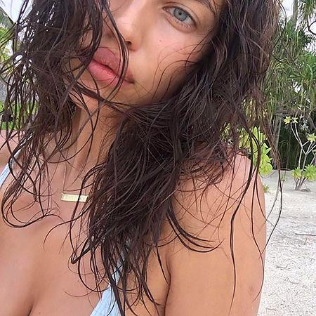 Красотка в бикини: Ирина Шейк отправилась на тропический остров! Фото