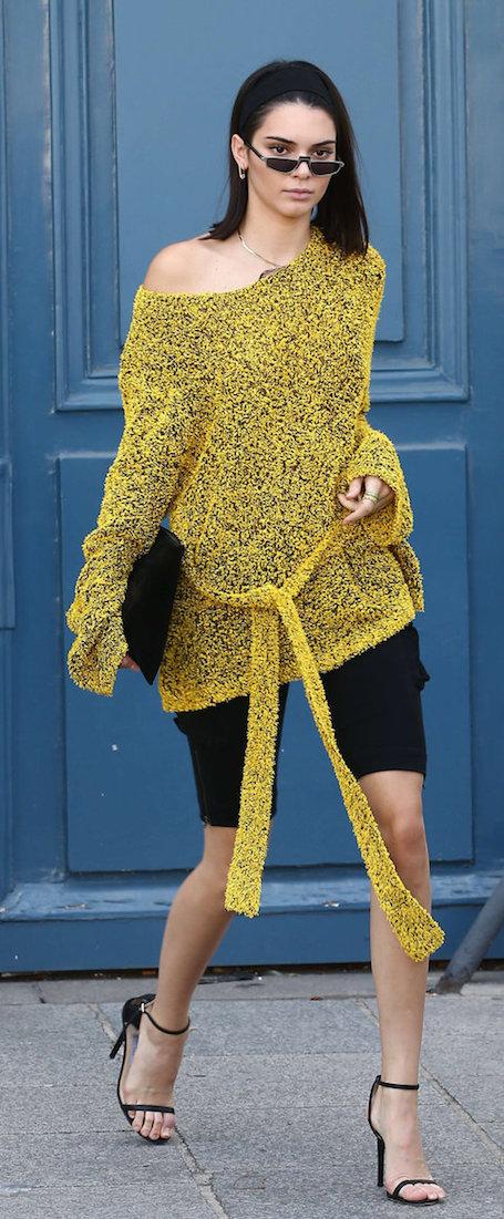 Кендалл Дженнер показала, как носить велосипедки на Неделе моды в Париже. Фото