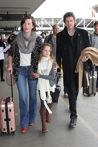 Мила Йовович и ее две дочери — просто точные копии друг друга! Фото