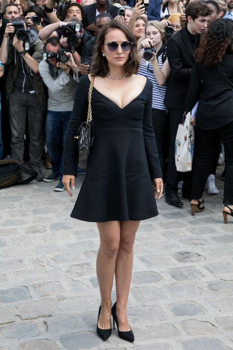 Натали Портман сразила пышными формами в маленьком черном платье. Фото