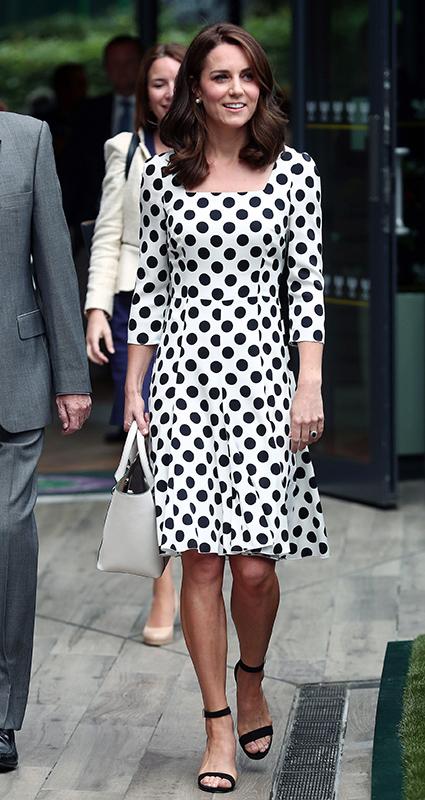 Кейт Миддлтон в платье DolceGabbana встретилась с теннисистами Уимблдона. Фото