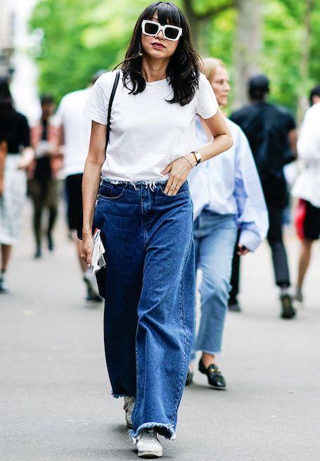 Джинсы и белая футболка — 5 вариантов модных образов. Фото