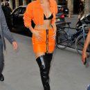 Два неимоверно ярких модных образа от скандальной модницы Беллы Хадид! Фото
