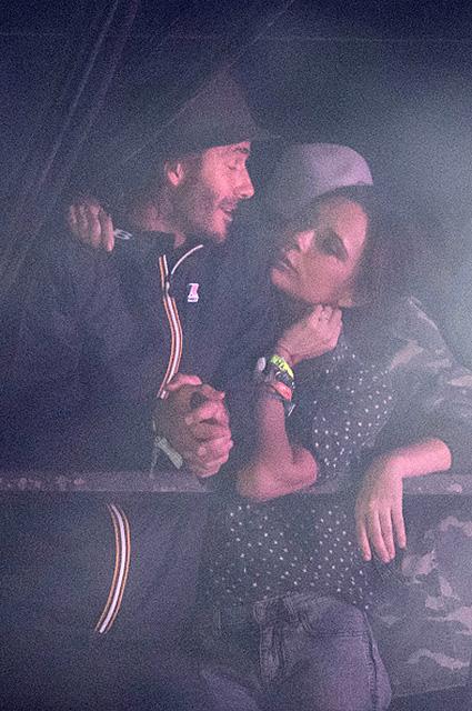 Какие они в обычной жизни: Дэвид и Виктория Бекхэм тайком побывали на фестивале. Фото