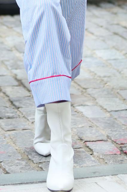 Pajama party: Джиджи Хадид представила невероятный образ в пижамном стиле. Фото