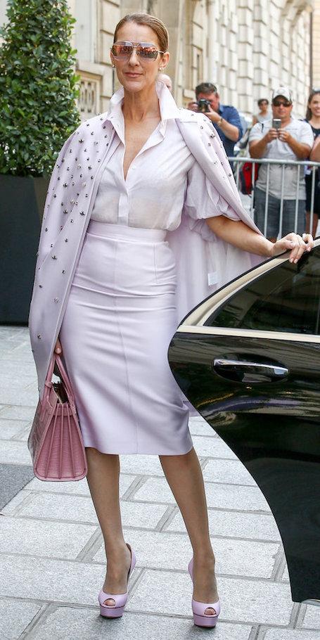 49-летняя Селин Дион в лиловом костюме покоряет с первого взгляда! Фото