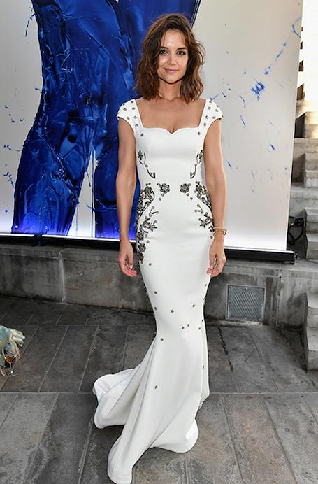 Кэти Холмс в белом платье-футляре Zac Posen невероятно сексуальна! Фото