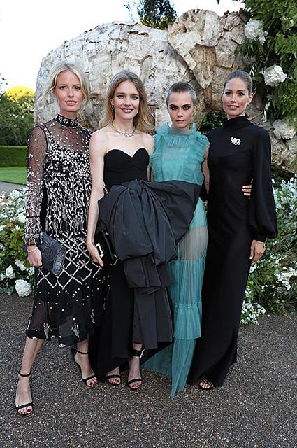 Брутальная женственность: лысая Кара Делевинь в мятном платье на рауе в Лондоне. Фото