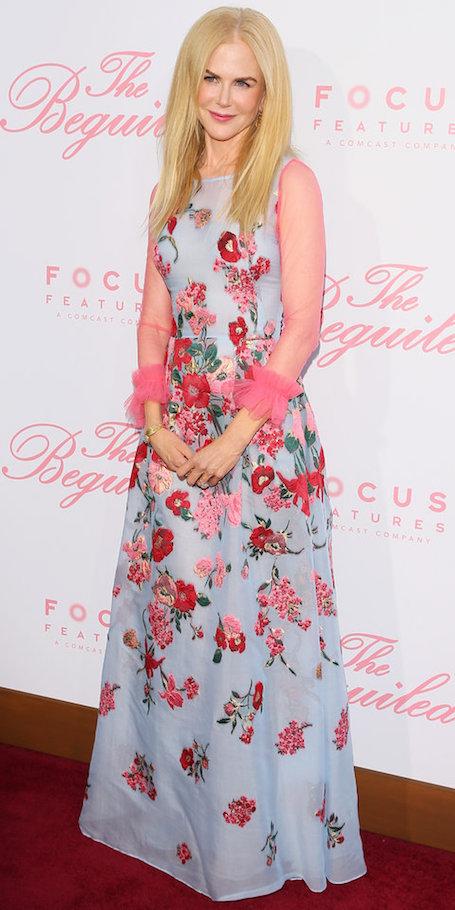 Николь Кидман в платье Carolina Herrera с цветочной вышивкой затмила всех! Фото