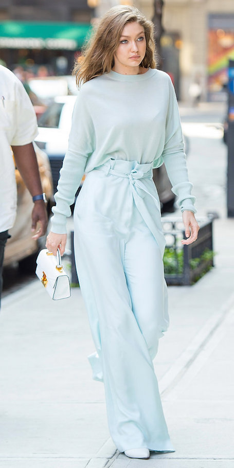 Джиджи Хадид в костюме оттенка морозной мяты завораживает с первого взгляда! Фото