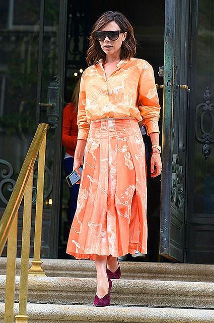 Виктория Бекхэм этим летом предпочитает яркие цвета и свободный крой! Фото