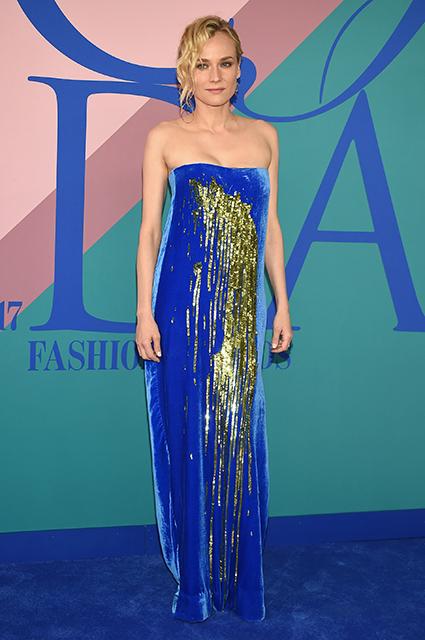 Золото на голубом: Диана Крюгер на премии CFDA-2017. Фото