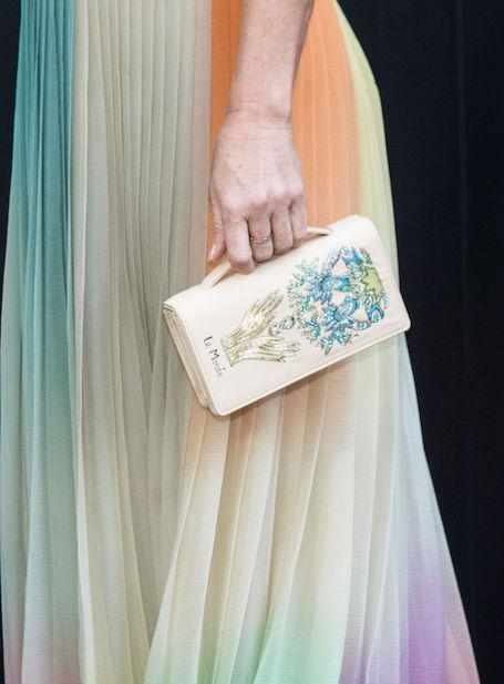 Помолодевшая Деми Мур пленила идеальной фигурой в радужном платье Dior! Фото