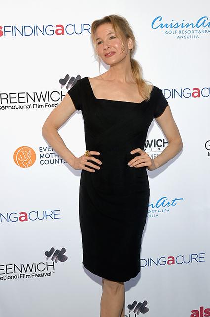 48-летняя Рене Зеллвегер изумила шикарной фигурой в черном маленьком платье. Фото