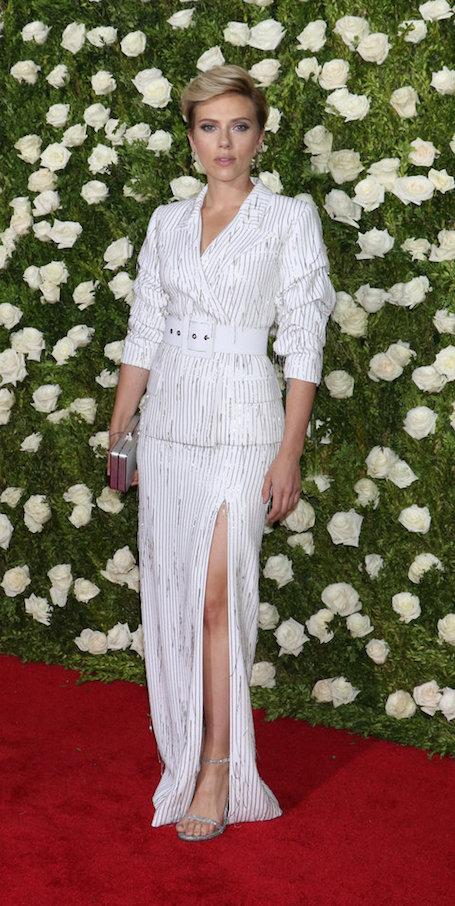 Скарлетт Йоханссон в костюме с полосатым принтом посетила Tony Awards-2017. Фото