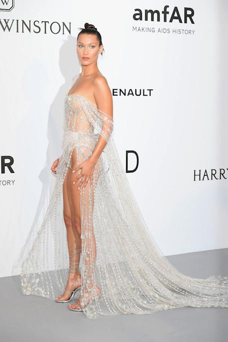 Хрустальная дива: Белла Хадид выбрала для Канн самое откровенное платье в мире! Фото