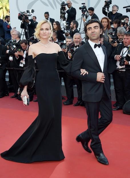 Ставка на черное: Диана Крюгер удивила оригинальным платьем с рукавами-буф. Фото