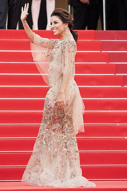 Канны-2017: Ева Лонгория в золотом платье чудо как хороша! Фото