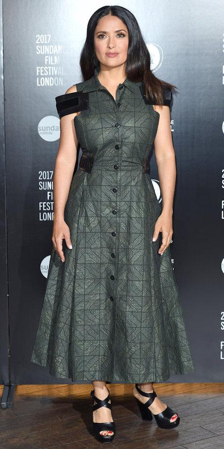 50-летняя Сальма Хайек очаровала необычным платьем на Sundance Film Festival. Фото