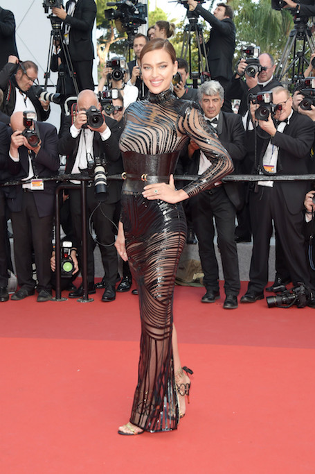 Ирина Шейк в прозрачном платье с кожаными вставками поразила Канны! Фото